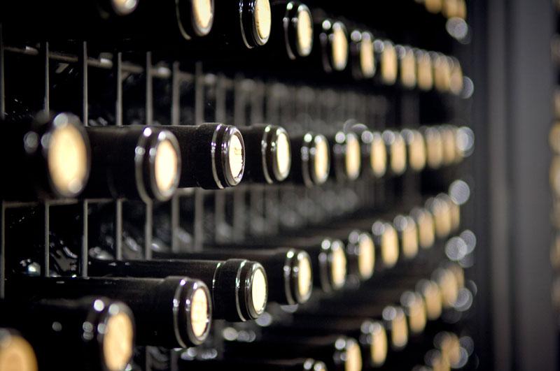 botellas en nave de crianza